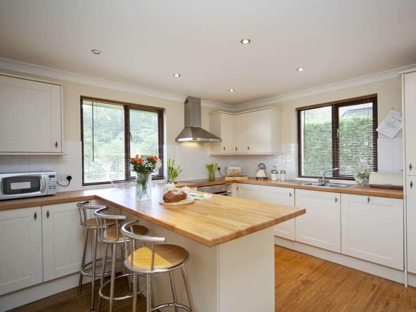 Kitchen/diner | Rosecraddoc Manor - Lake View Villas, Liskeard