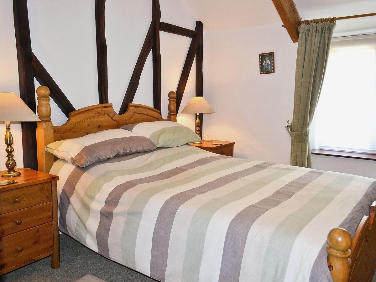Tavistock Bedroom Furniture Blacksmiths Cottage Ref Hjjp In Moorshop Tavistock Devon