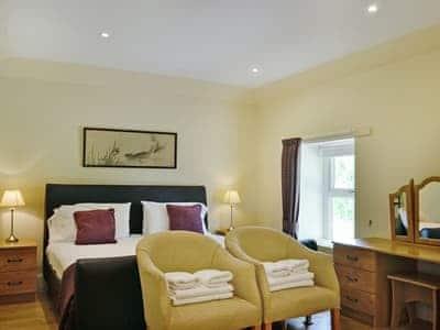 Master bedroom | Auchendennan - A'dennan Farm Cottage, Arden, Alexandria