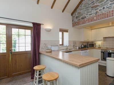 Open plan living/dining room/kitchen | Yr Hen Stabl, Tregaron