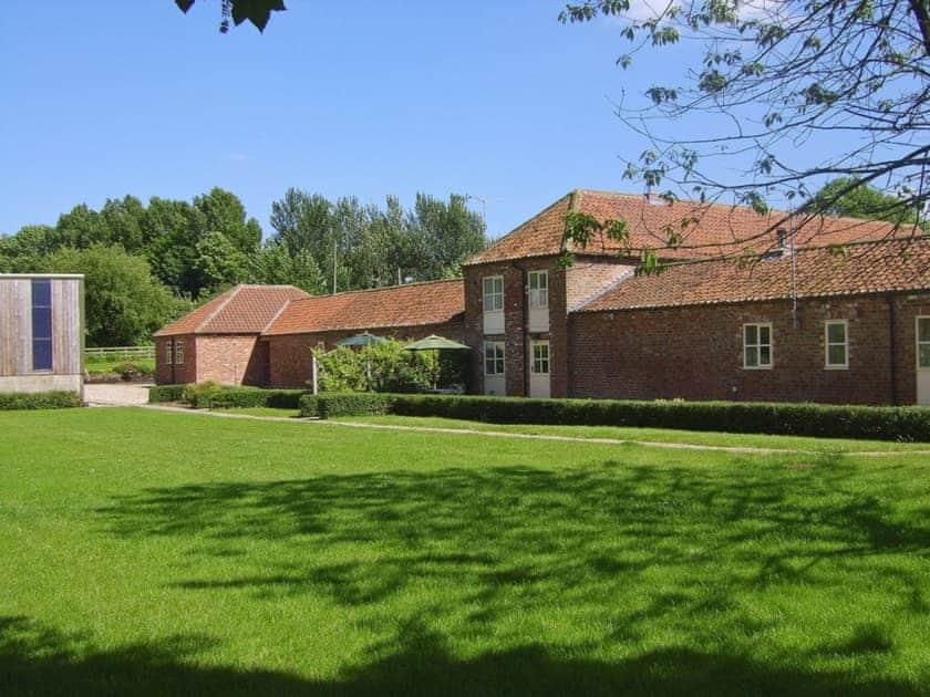 Exterior | Bridge Farm Holiday Cottages - The Stable, Brigham