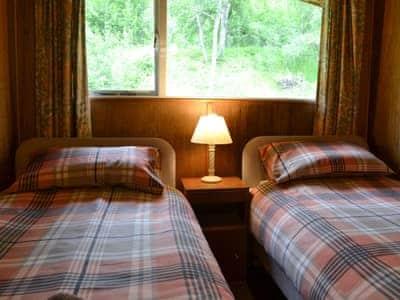 Twin bedroom | Aspen Chalet, Glenmoriston, by Loch Ness