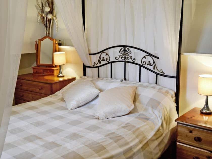 Four Poster bedroom | Alminstone House, Woolsery, nr. Bideford