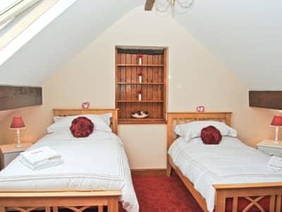 Twin bedroom |  Beudy Hen and Ysgubor - Ysgubor, Harlech
