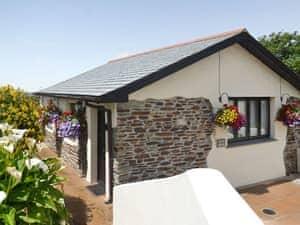 Pencrennow Farm Cottages - The Gatehouse
