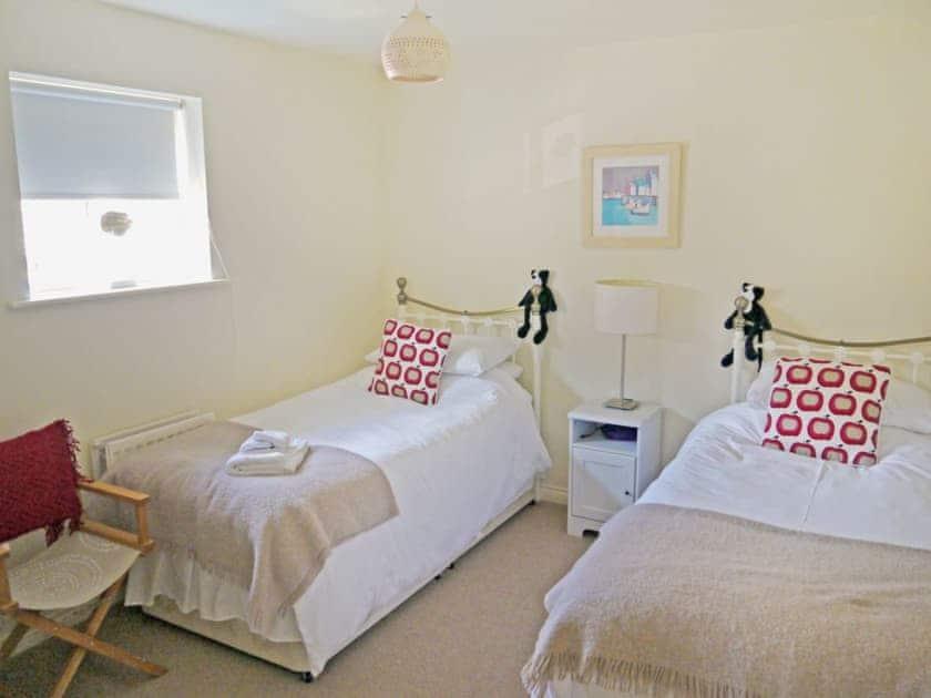 Twin bedroom | Waterside, Warkworth