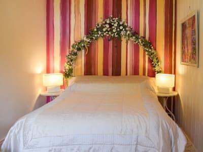 Charming double bedroom | Gwesty Pili Pala (Butterfly Hotel) - Pentre Bach, Blaenpennal, Aberystwyth