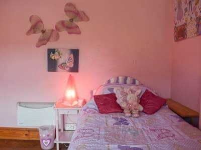 Pretty single bedroom | Gwesty Pili Pala (Butterfly Hotel) - Pentre Bach, Blaenpennal, Aberystwyth