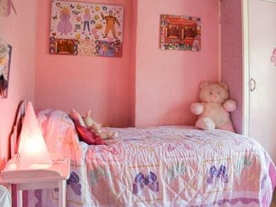 Pretty pink bedroom | Gwesty Pili Pala (Butterfly Hotel) - Pentre Bach, Blaenpennal, Aberystwyth
