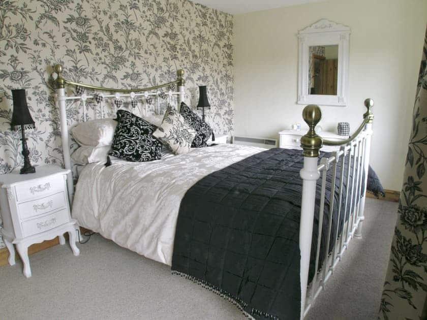 Master bedroom   Rundales Cottage, Appleby