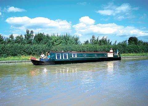 Canal Narrowboats sleeping 9+ persons
