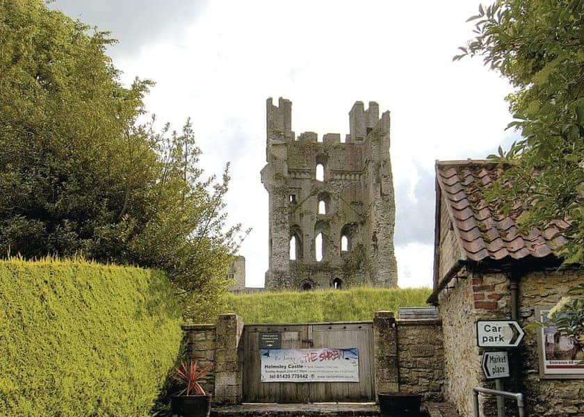 Helmsley Castle   Robin Lodge, Nawton, nr. Helmsley