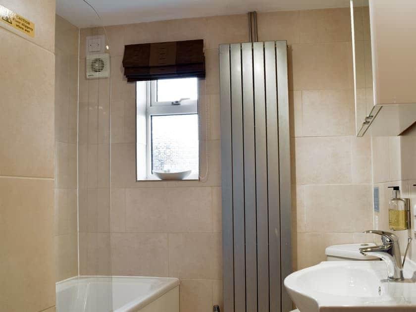 Bathroom | Heysham Retreat, Evesham