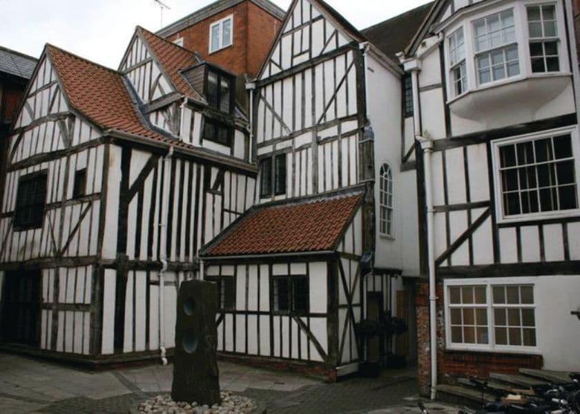 Tudor courtyard setting