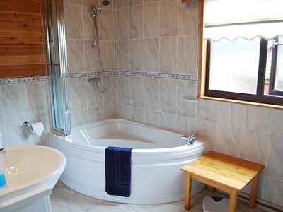 Bathroom | Loganberry Lodge, Rowardennan