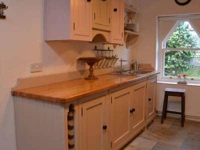 Kitchen | Llety Pinc, Llanfairpwllgwyngyll, Anglesey