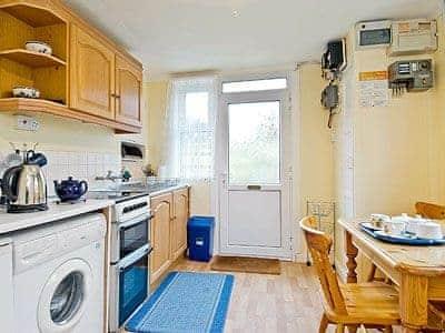 Kitchen/diner | Tynlone Villa, Swyddffynnon, nr. Devils Bridge