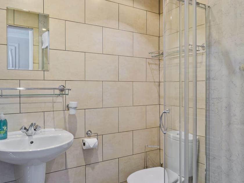 Shower room | Auchendennan  - Burnbeag, Arden, Alexandria