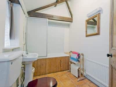 Bathroom | Werngochlyn Farm - Dairy, Llantilio Pertholey, nr. Abergavenny