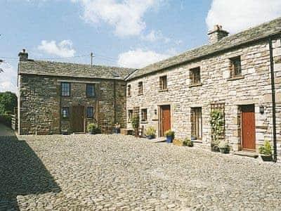 Barton Hall Farm - Stable Cottage