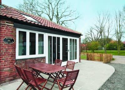 Riverbank Cottages