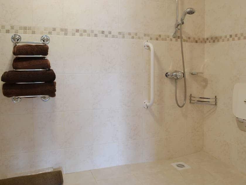 En-suite | Bwlch Y Person Barns - Beudy, Dihewyd, nr. Aberaeron