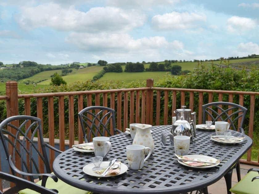 Sitting-out-area | Bwlch Y Person Barns - Beudy, Dihewyd, nr. Aberaeron