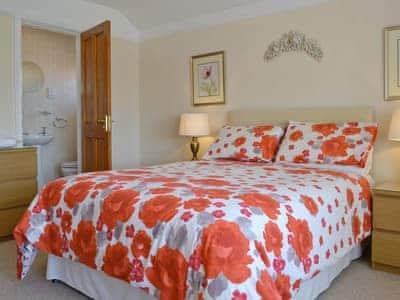 Comfortable double bedroom with en-suite | Anrose House, Penrhyn Bay, Llandudno