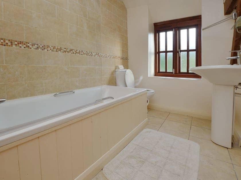 Bathroom | Lovage Cottage - Nethway Farm, Kingswear