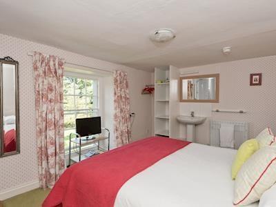 Double bedroom   Holly House, Pooley Bridge, near Ullswater