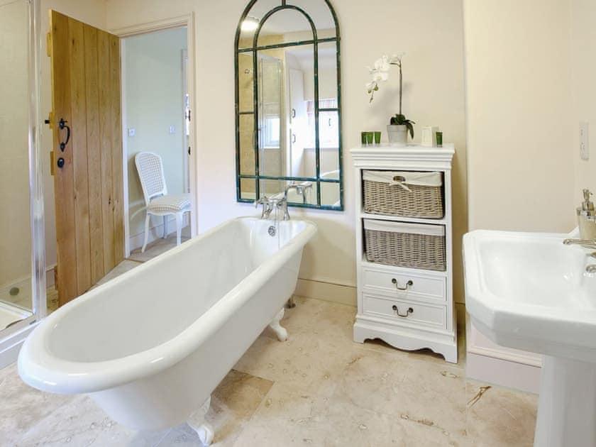 En-suite | Scalby Lodge - Scarborough Cottage, Scalby, Scarborough