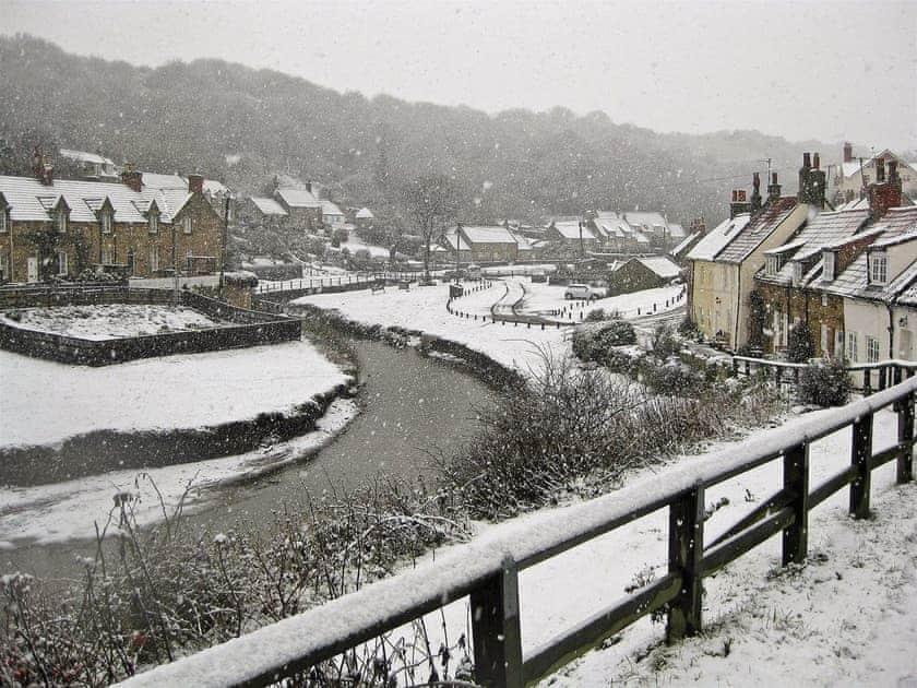 Surrounding area in Winter   Sunnyside, Sandsend, Whitby