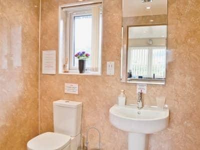 wet room | Thistle Dubh, Drumnadrochit