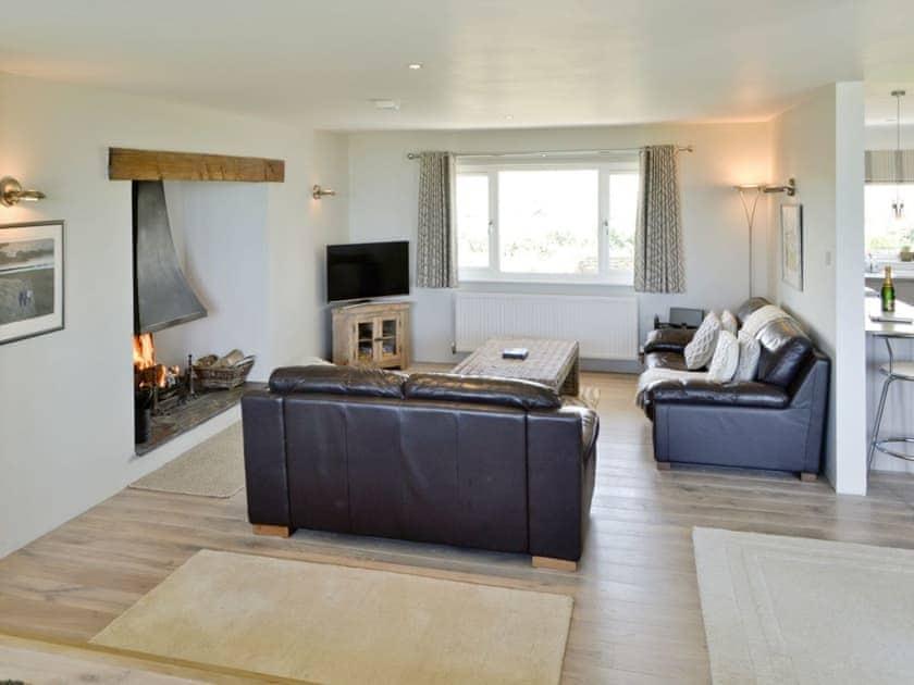 Spacious open plan living area | St Illex, Port Gaverne
