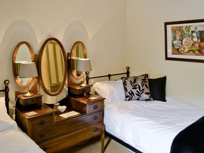 Twin bedroom | Cowlings, Low Row near Reeth
