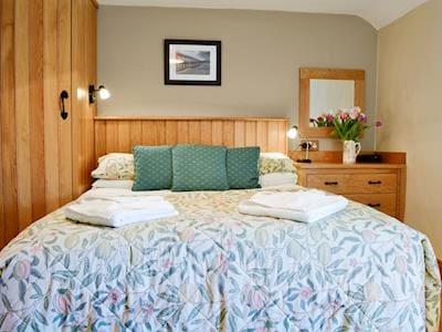 Cosy double bedroom | Gwytheryn, Dyffryn Ardudwy, near Harlech