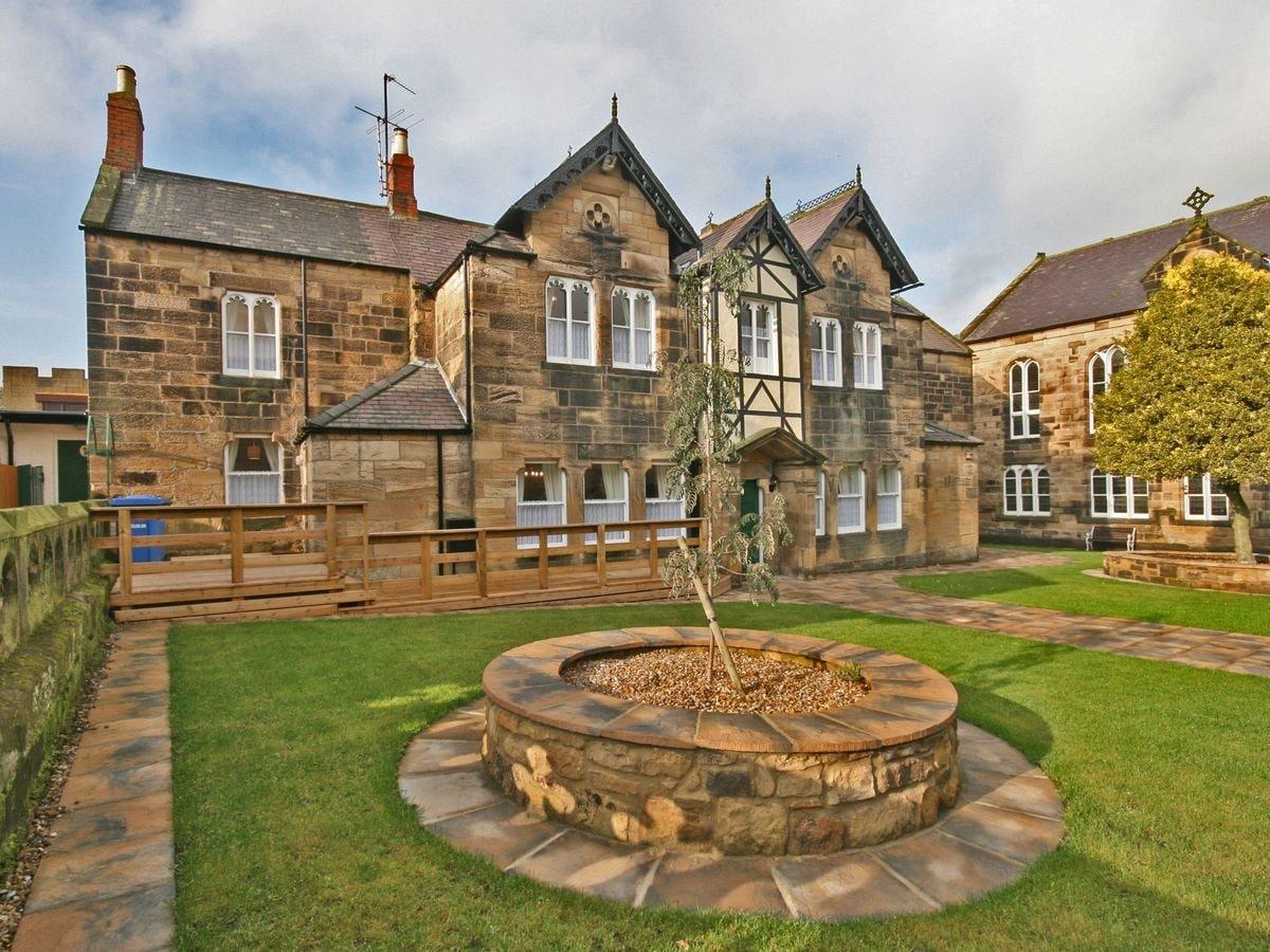 Alnwick Castle - Home of the Percys
