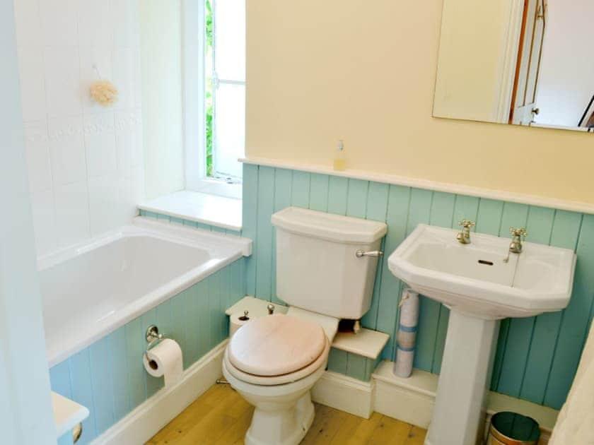 Bathroom   Gravel Cottage, Weston-sub-Edge, nr. Chipping Campden
