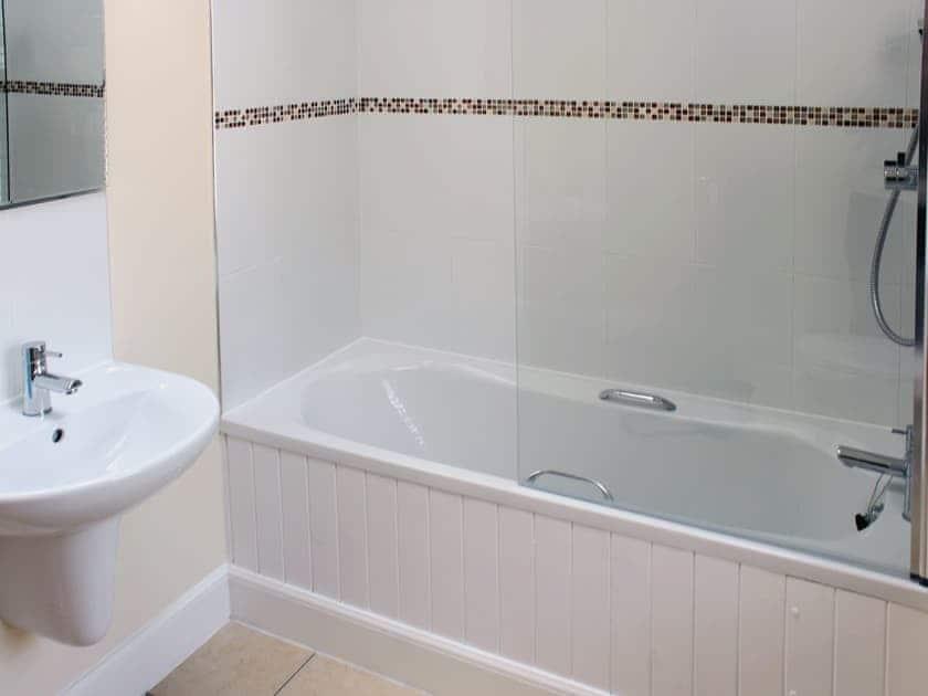 Bathroom   Auchendennan - Primrose Cottage, Arden, Alexandria