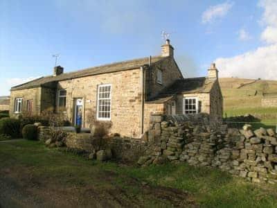 Delightful farmhouse cottge in inspirational rural setting | Arngill, Muker