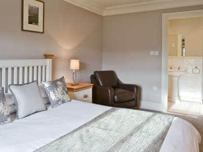 Double bedroom | Manor House, Brampton