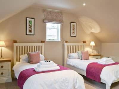 Twin bedroom | Manor House, Brampton