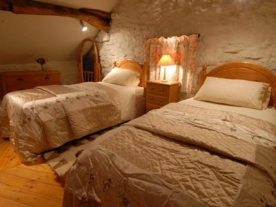 Twin bedroom | The Cruck Barn, Berrier