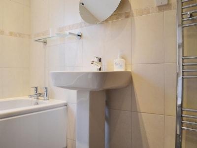 Bathroom | Blue Hill Cottage, Ambleside
