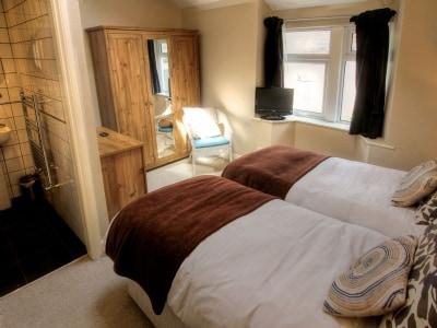 Twin bedroom | Cross Cottage, Windermere