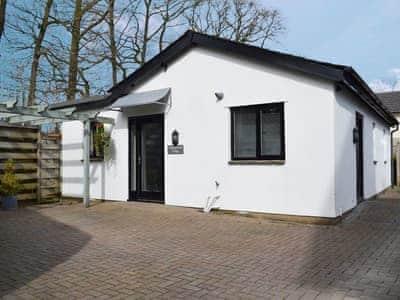 Delightful single storey Lakeland cottage | Oakthwaite Lodge, Bowness on Windermere