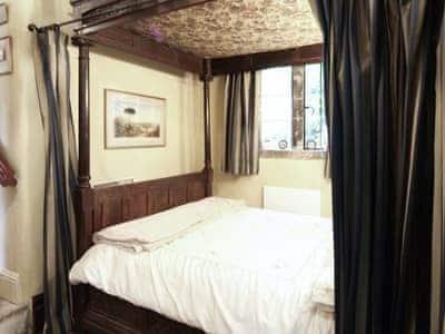 Four Poster bedroom | Llanerchydol Lodge, Welshpool