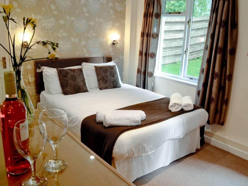 Bedroom | Rosecraddoc Manor - Riverside Villa, Liskeard