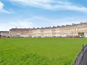 Royal Crescent Apartments - Flat 9