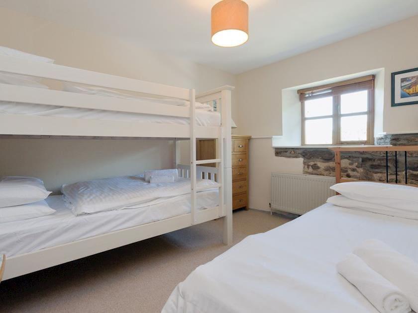 Bunk bedroom with single bed | Cider Press Cottage, Salcombe